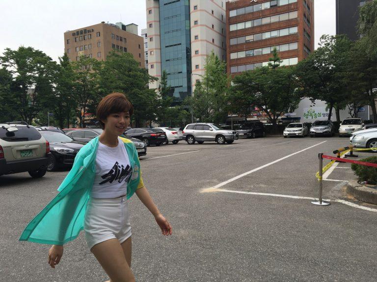 首爾自由行-韓國自由行-韓國旅遊-首爾景點-韓國機票-韓星休息時也會跟粉絲互動