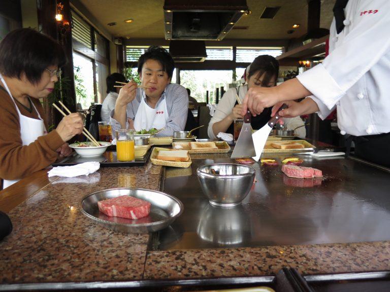 九州自由行-鹿兒島自由行-同檯的日本人客當天是平日餐廳也滿是人客