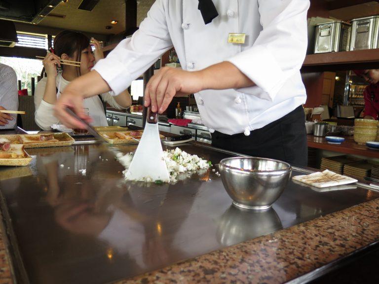 九州自由行-鹿兒島自由行-吃過牛扒後廚師便開始準備鐵板炒飯