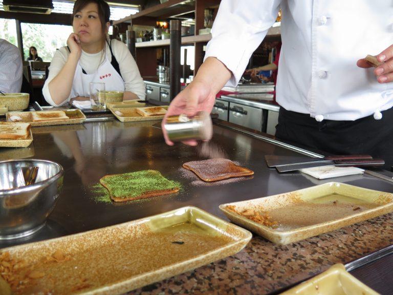 九州自由行-鹿兒島自由行-因為廚師烹調時不停把油擠出來所以一口咬下去完全不覺油膩味道香甜且脆口為這豐盛滿足的和牛午餐劃上完美的句號
