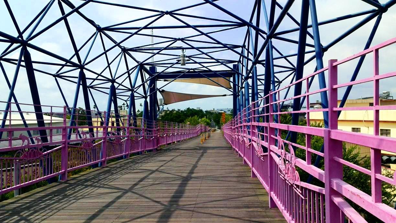 台中自由行-台中好去處-台灣自由行-起步不久就上天橋
