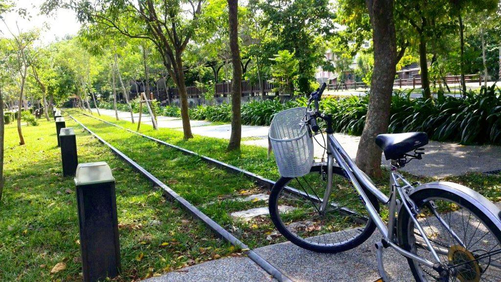 台中自由行-台中好去處-台灣自由行-單車徑旁的路軌