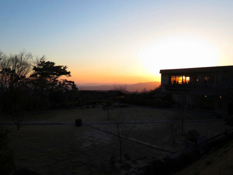 九州自由行-鹿兒島自由行-日本機加酒-到達時快到傍晚在房中欣賞著日落