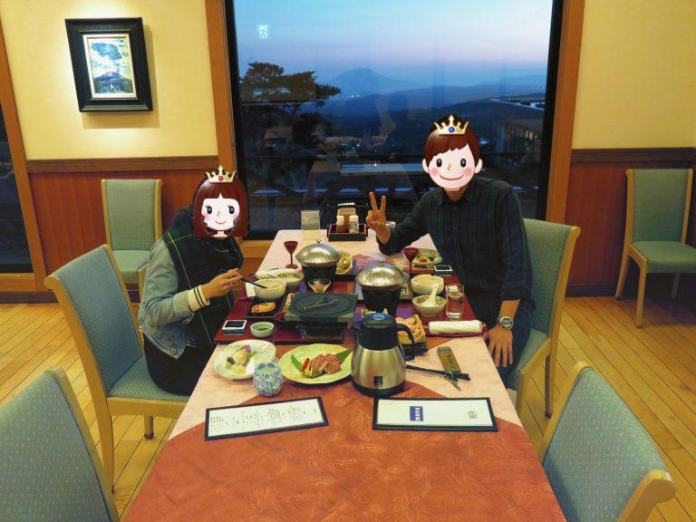 九州自由行-鹿兒島自由行-日本機加酒-餐桌後方的就是櫻島火山像一幅風景畫啊很厲害