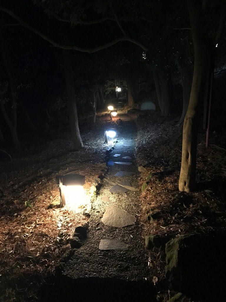 九州自由行-鹿兒島自由行-日本機加酒-走過一段石板鋪砌的林間小徑
