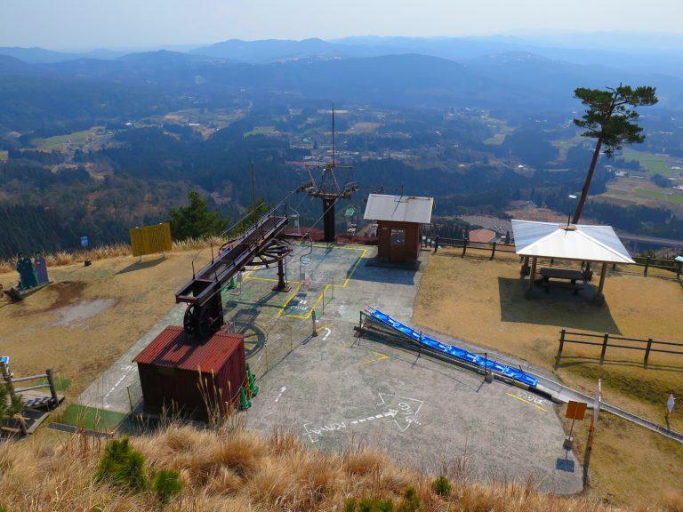 九州自由行-鹿兒島自由行-日本機加酒-在觀景台欣賞了霧島一帶的怡人景色後我們便跳上滑道車準備下山