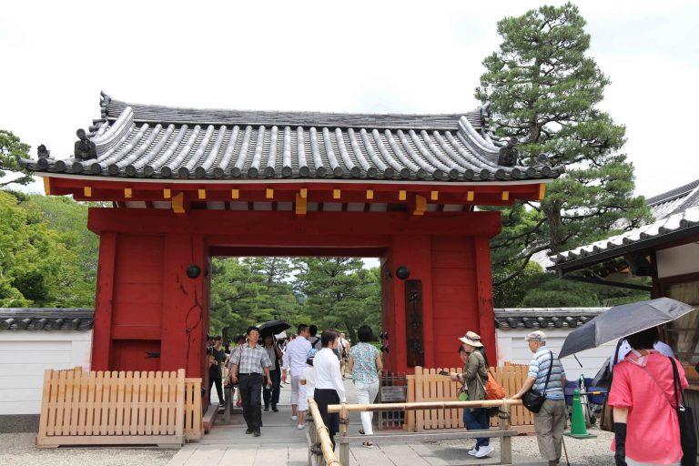 有水池又種滿樹木的平等院是日式庭園的氣派,與大自然融合。