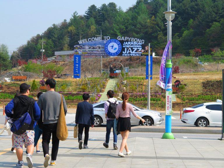 首爾自由行-韓國自由行-韓國旅遊-首爾景點-韓國機票-一出火車站就是觀光循環巴士站