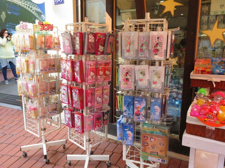 首爾自由行-韓國自由行-韓國旅遊-首爾景點-韓國機票-想不到Hello Kitty都進駐了小王子村