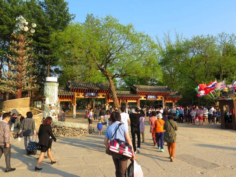 首爾自由行-韓國自由行-韓國旅遊-首爾景點-韓國機票-不消一會就到達南怡島