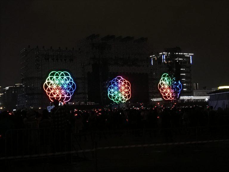 台北自由行-台北住宿-台北好去處-台灣自由行-等左好耐,Coldplay終於出場