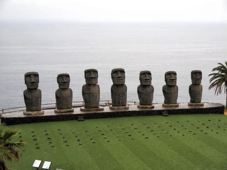 九州自由行-鹿兒島自由行-日本機加酒-福岡自由行-福岡景點-沿著路向海邊位置走,終見到復刻版摩艾石像