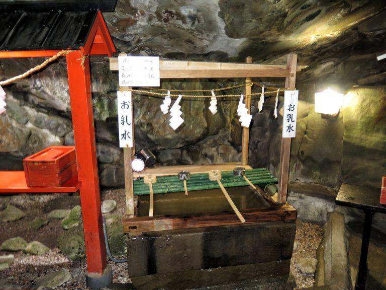 九州自由行-鹿兒島自由行-日本機加酒-福岡自由行-福岡景點-由御乳石滴下來的乳水