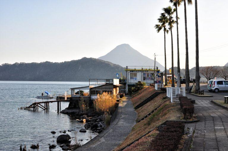 九州自由行-鹿兒島自由行-日本機加酒-福岡自由行-福岡景點-池田湖旁遠眺九州的富士山 – 開聞岳,下次要去登頂