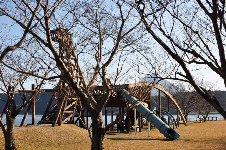 九州自由行-鹿兒島自由行-日本機加酒-福岡自由行-福岡景點-池田湖旁的公園,呢度都有隻木製海怪