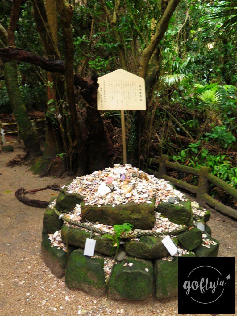 九州自由行-鹿兒島自由行-日本機加酒-真砂之貝文,上網搜尋得知原來日本人會先在海灘邊執起貝殼,再帶到這裡祈求