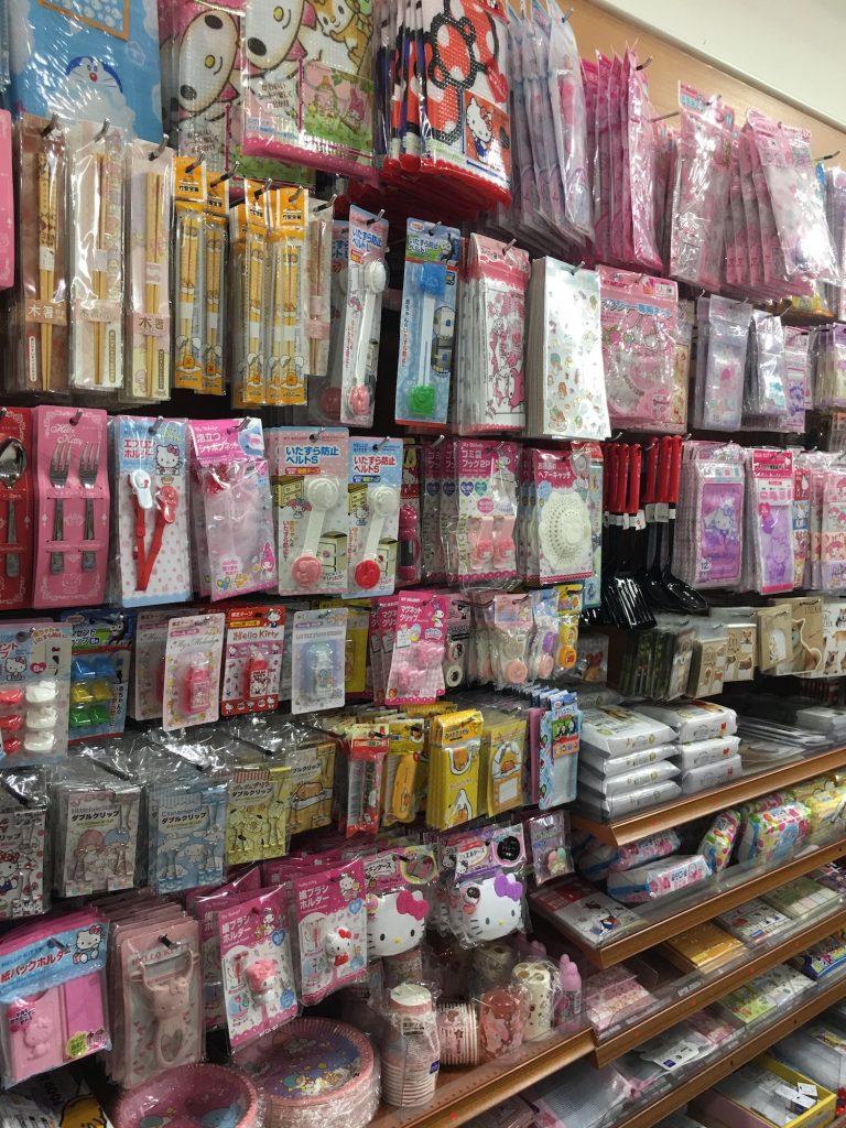 大阪自由行-京都自由行-京都自由行這一整排都是大阪必買Sanrio產品啊