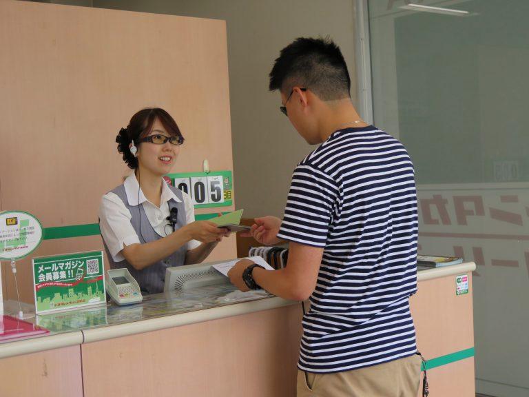 東京自由行-東京必去-東京景點-東京旅遊-租車時交上國際牌 及 護照即可,Toyota姐姐很友善
