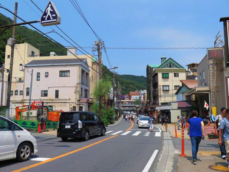 東京自由行-東京必去-東京景點-東京旅遊-箱根大街,滿滿的手信店