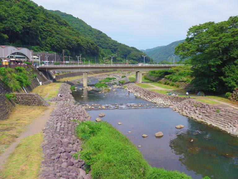 東京自由行-東京必去-東京景點-東京旅遊-在箱根河邊歇息,有點大雄跟叮噹的感覺