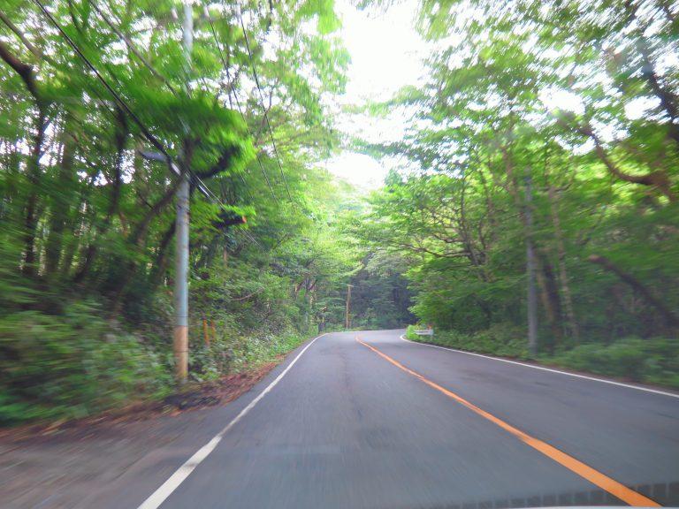 東京自由行-東京必去-東京景點-東京旅遊-出發到大涌谷,原來這條路是動畫頭文字D內的其中一條賽道,其間仲見到部AE86