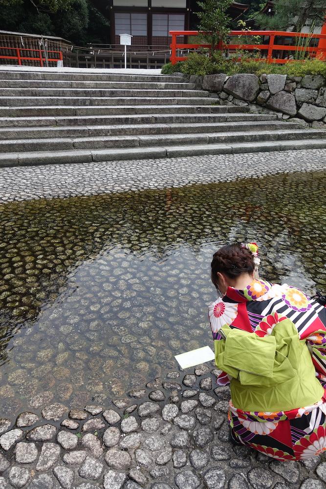 京都自由行-京都景點-穿著京都自由行必穿的和服來試水占好像也不錯啊