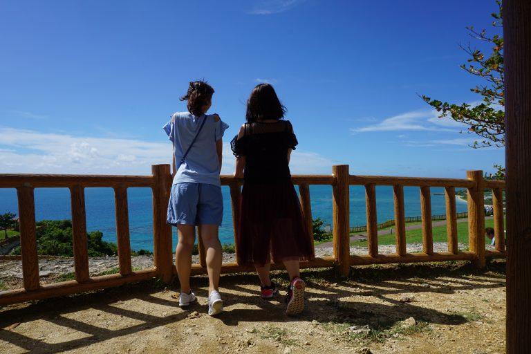 拍閨蜜照的好地方-沖繩自由行-沖繩旅遊-沖繩機票