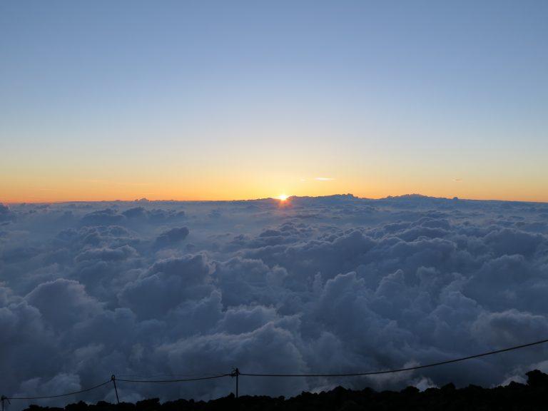 東京自由行-東京景點-東京旅遊-東京住宿-東京機票-零晨4時,咸蛋黃要出來了!在富士山上看日出,我成功了