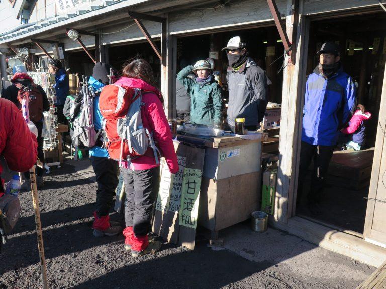 東京自由行-東京景點-東京旅遊-東京住宿-東京機票-零晨5時,我們終於登上富士山頂了
