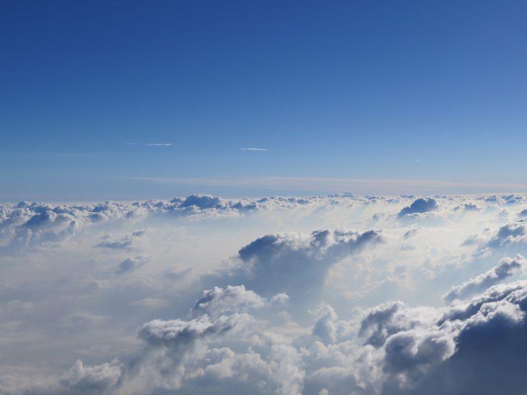 東京自由行-東京景點-東京旅遊-東京住宿-東京機票-像綿花糖的雲層,彷彿跳落去會彈起