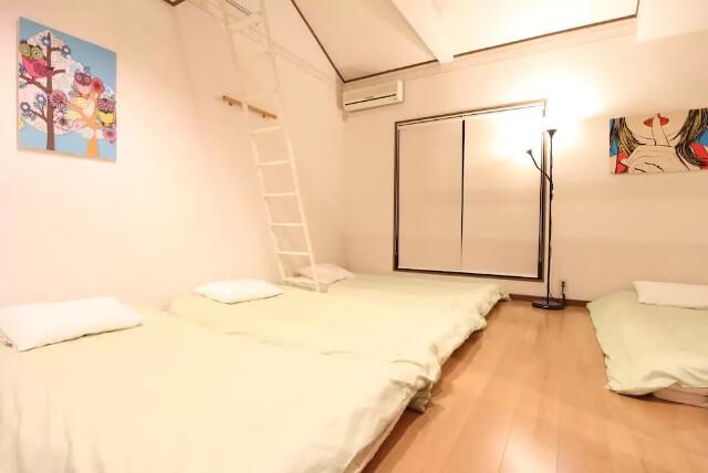 京都自由行-京都景點-京都住宿-大阪自由行-其中一間睡房上還有樓梯爬小閣樓閣樓也能賦2-3人