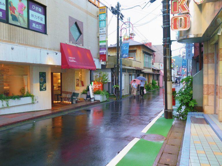 東京自由行-東京機票-東京旅遊-東京景點-東京住宿-東京必去-雨中的鐮倉小町通