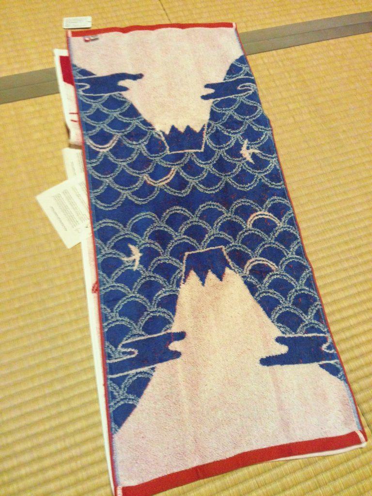 東京自由行-東京機票-東京旅遊-東京景點-東京住宿-東京必去-行完富士山,買富士山毛巾紀念,合情合理啊