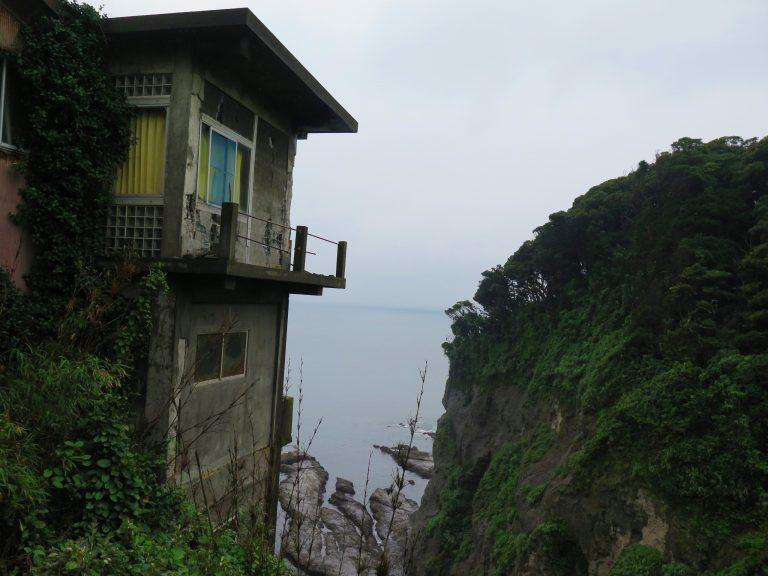 東京自由行-東京機票-東京旅遊-東京景點-東京住宿-東京必去-每天都可望海景聽海風的崖邊小屋