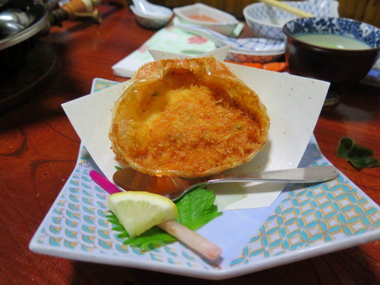 北海道自由行-北海道旅遊-北海道旅遊景點-外脆內軟的蟹肉獅子頭,略有點熱氣,但小弟都不多加理會了