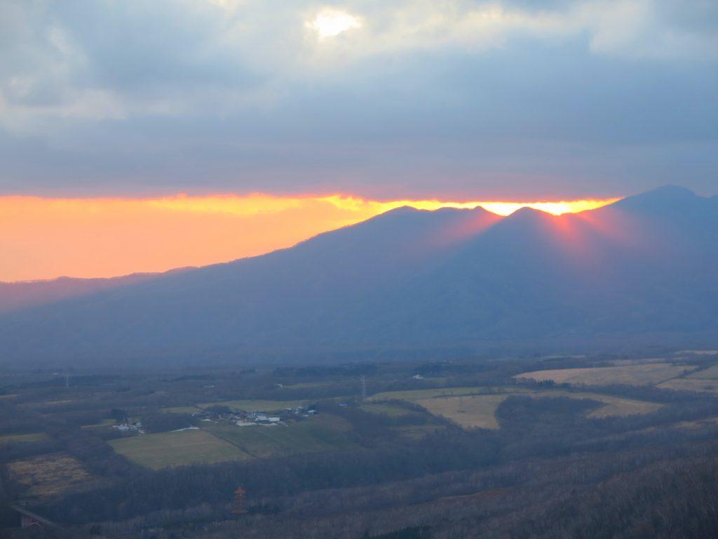 北海道自由行-北海道旅遊-北海道旅遊景點-邊喝著溫暖的粟米湯,邊欣賞著登別的日落,浪漫不已