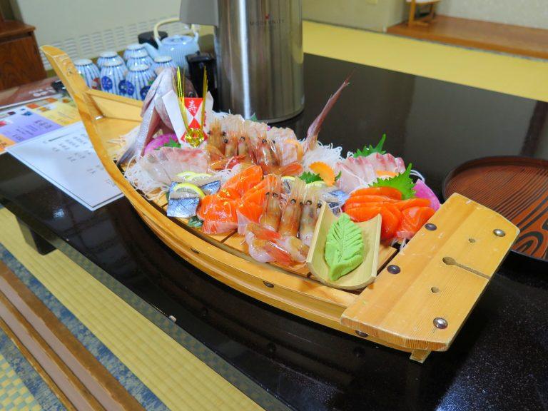 北海道自由行-北海道旅遊-北海道旅遊景點-女將們為我們準備的生日禮物 - 魚生船