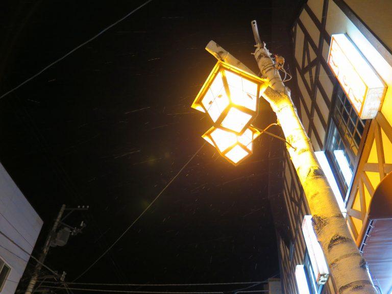 北海道自由行-北海道旅遊-北海道旅遊景點-步行回旅館的途中,天下起雪來