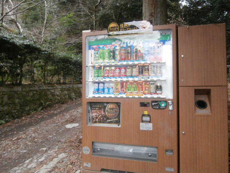 大阪自由行-大阪景點- 登山口汽水機,連機身都配合環境用木紋,日本人連大自然都顧念到