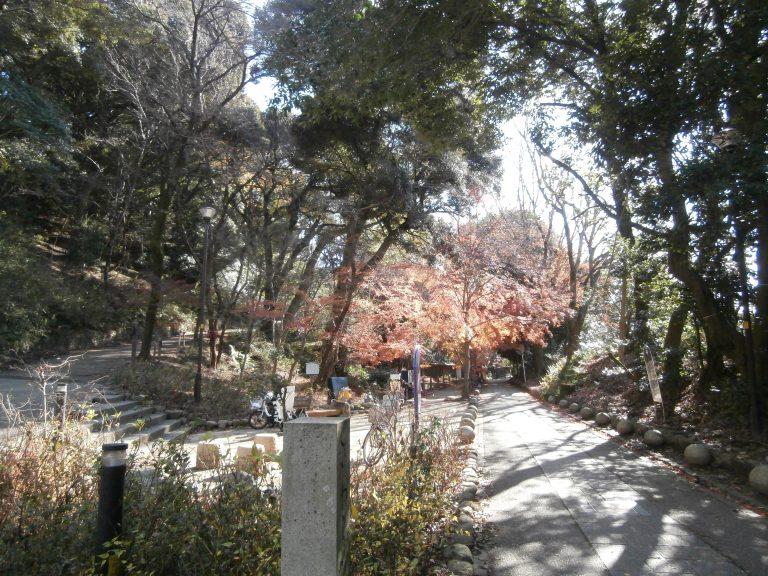 大阪自由行-大阪景點-左邊就是登山口