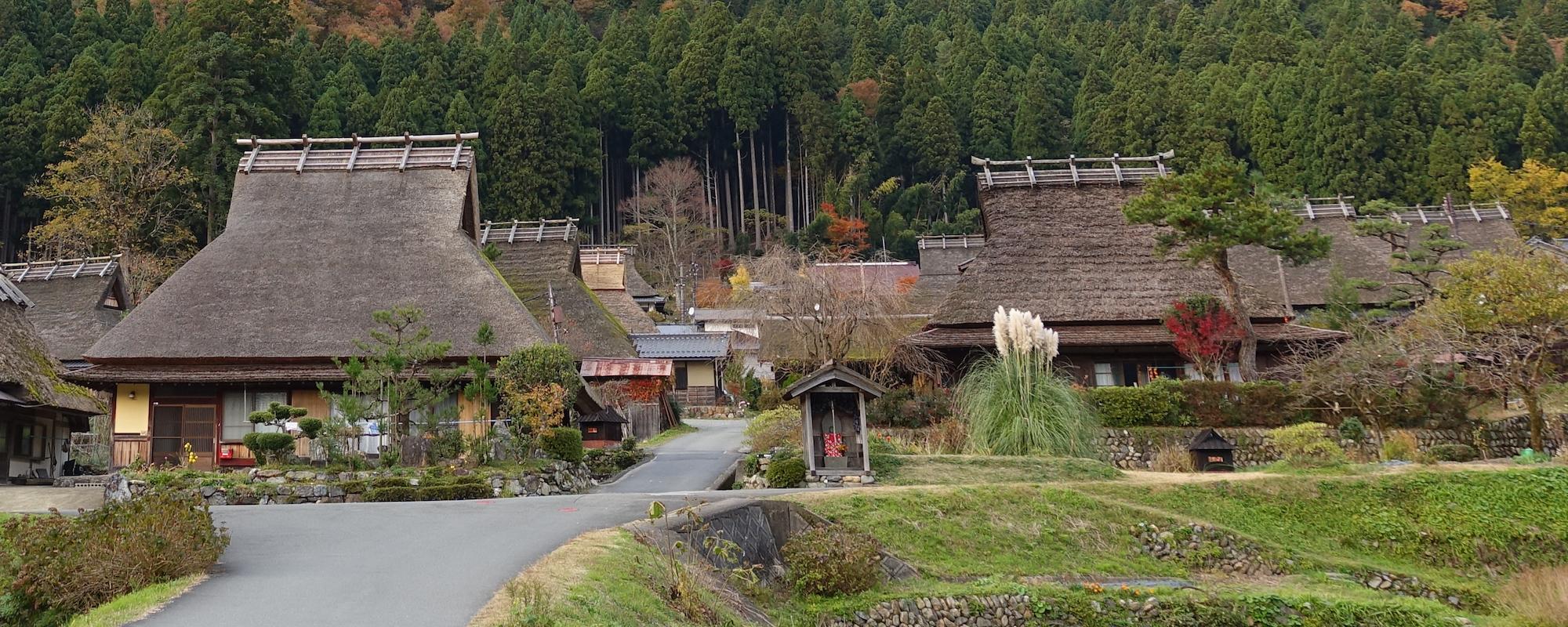 看茅屋不一定要到白川鄉,京都景點美山也有茅葺之里!