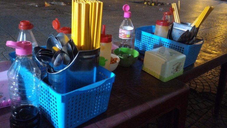 越南自由行-餐具和調味料還算齊全