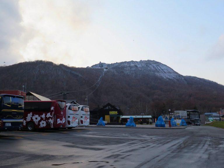 北海道自由行-北海道旅遊-北海道旅遊景點-由登別出發,約1小時便到達了有珠山山腳