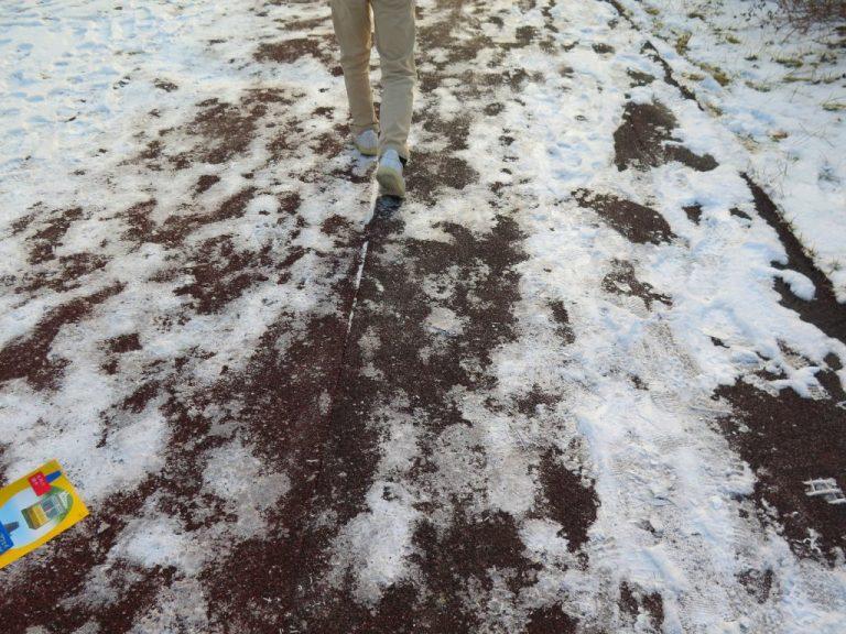 北海道自由行-北海道旅遊-北海道旅遊景點-事前未預計到路段會結冰,因此行走時也有點狼狽