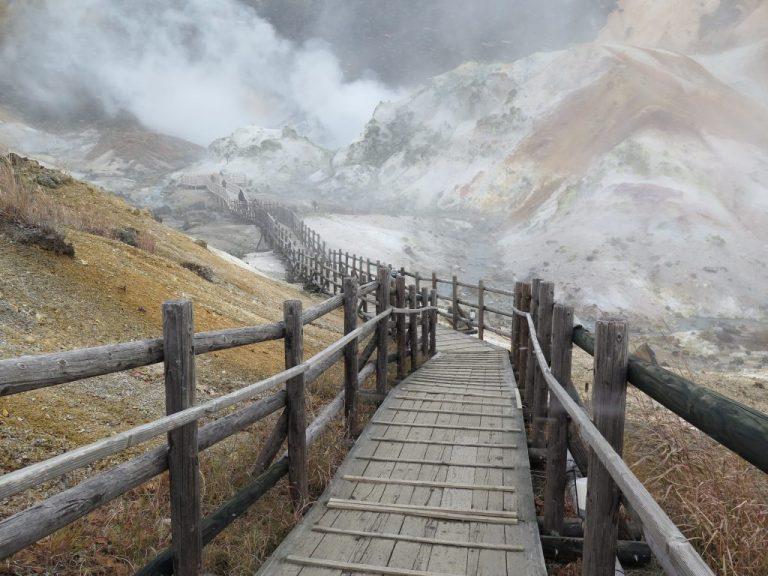 北海道自由行-北海道旅遊-北海道旅遊景點-我們繞著地獄谷走一圈,約需10分鐘