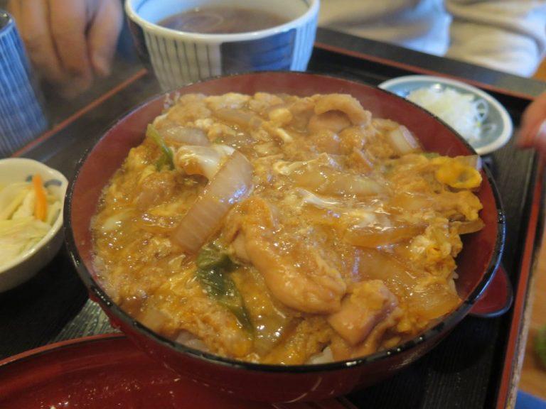 北海道自由行-北海道旅遊-北海道旅遊景點-同行朋友點的親子丼,香滑,味較清淡但材料新鮮,不消一會就吃完了