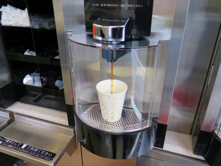 北海道自由行-北海道旅遊-北海道旅遊景點-入7仔買杯café latte,準備出發到余市