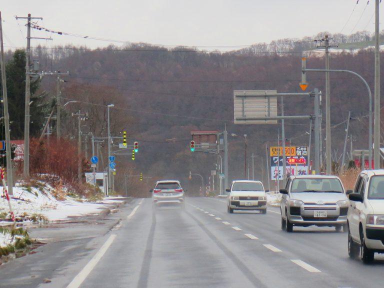 北海道自由行-北海道旅遊-北海道旅遊景點-又下起雪來,但路上的車速度都未有減慢