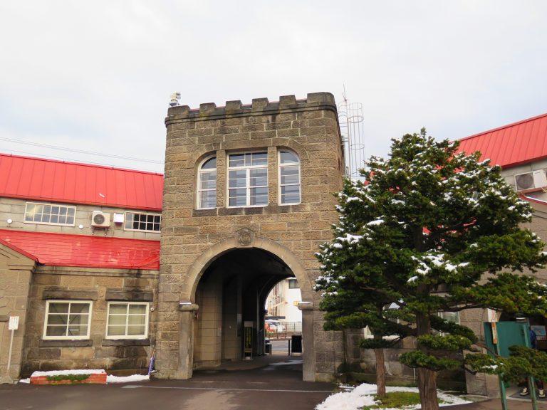 北海道自由行-北海道旅遊-北海道旅遊景點-帶點蘇格蘭味道的建築風格,尤其是那灰灰黑黑的color tune