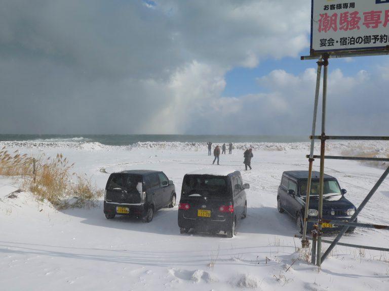 北海道自由行-北海道旅遊-北海道旅遊景點-沿著海岸線進發,迎著飄雪,十分浪漫